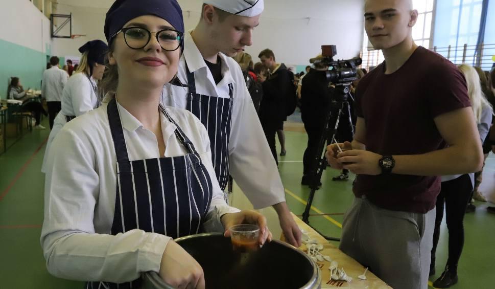 """Film do artykułu: Smaczny festiwal zupy rozgrzał uczniów i gości """"Gastronomika"""" w Radomiu"""