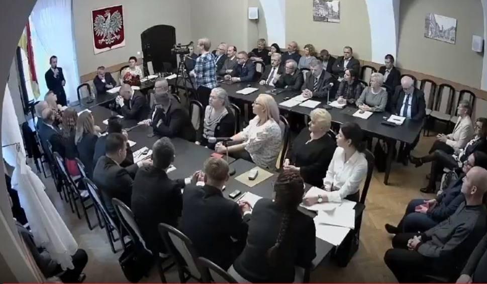 Film do artykułu: Pierwsza sesja rady miejskiej w Świebodzinie zakończona poruszeniem po słowach przewodniczącego rady miejskiej