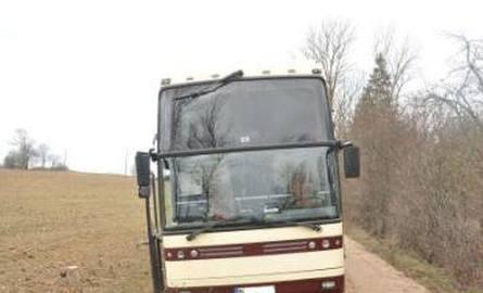 Pijany 37-latek ukradł autobus, żeby pojechać do dziewczyny