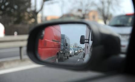 Policjanci zatrzymali 34-letniego mieszkańca Poznania, który  kradł wkłady lusterkowe od drogich samochodów. Straty jakie wyrządził poszkodowani wycenili