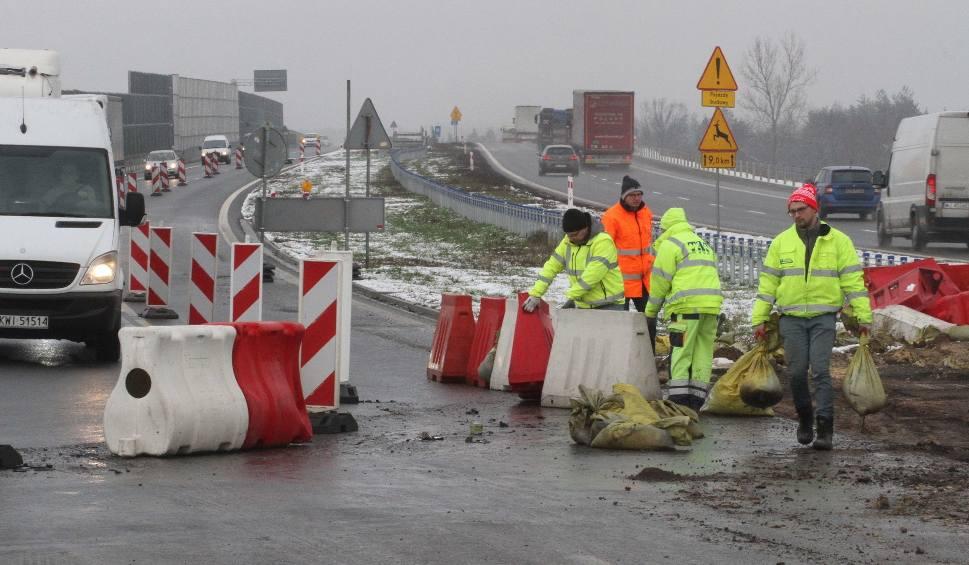 Film do artykułu: Budowana droga ekspresowa S7 dopuszczona do ruchu na siedmiokilometrowym odcinku od miejscowości Brzegi w stronę Jędrzejowa do Mnichowa