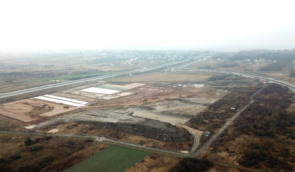 Film do artykułu: Trwa budowa Centrum 7R Kielce w Chęcinach. Zobacz plac budowy. To robi wrażenie! [ZDJĘCIA i FILM Z DRONA]