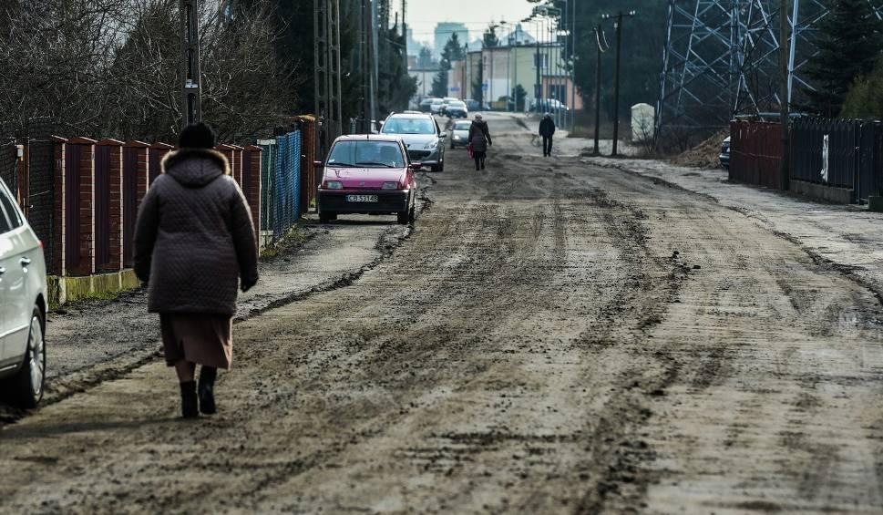 Film do artykułu: W Bydgoszczy wybrano gruntówki do pilnej naprawy