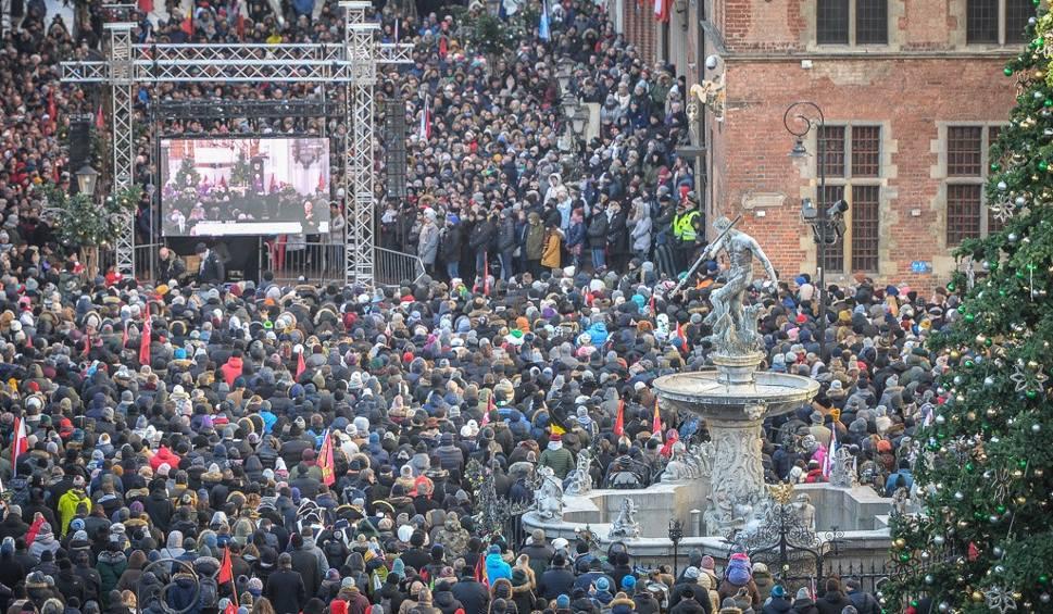"""Film do artykułu: Cały Gdańsk wierzy, że dobro zwycięży! """"Nikt nie chciał w tych chwilach być sam. Dlatego tak wszyscy lgnęli do siebie"""""""