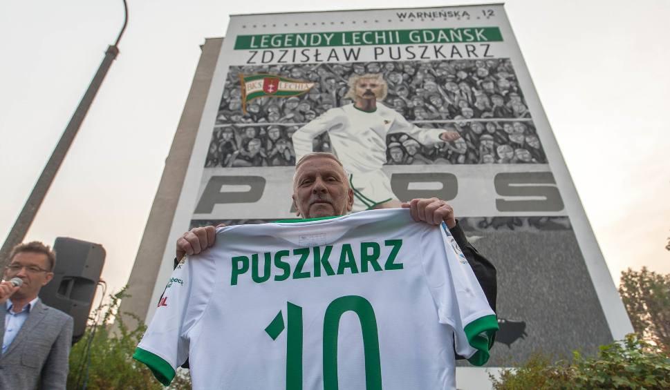 Film do artykułu: Zdzisław Puszkarz, legenda Lechii Gdańsk, oficjalnie odsłonił mural w Gdańsku [ZDJĘCIA]