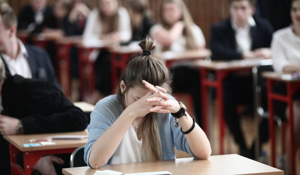 Film do artykułu: WYNIKI MATUR 2018 ONLINE. Jak sprawdzić wyniki matur? OKE udostępniło wyniki egzaminu maturalnego 3 lipca 2018 r.