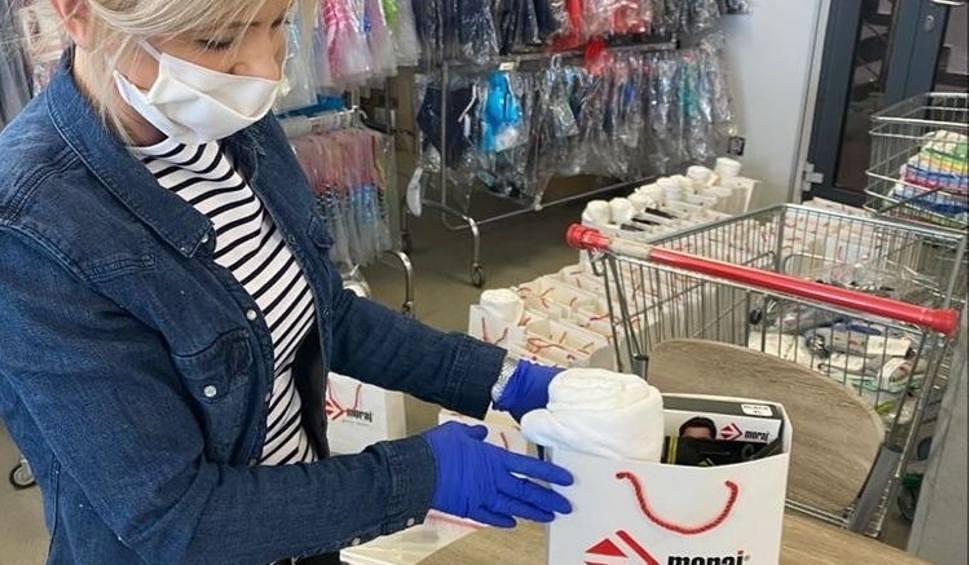 Film do artykułu: Firma Moraj wysyła ręczniki, skarpety i bieliznę dla szpitali w Raciborzu, Rybniku i Żorach