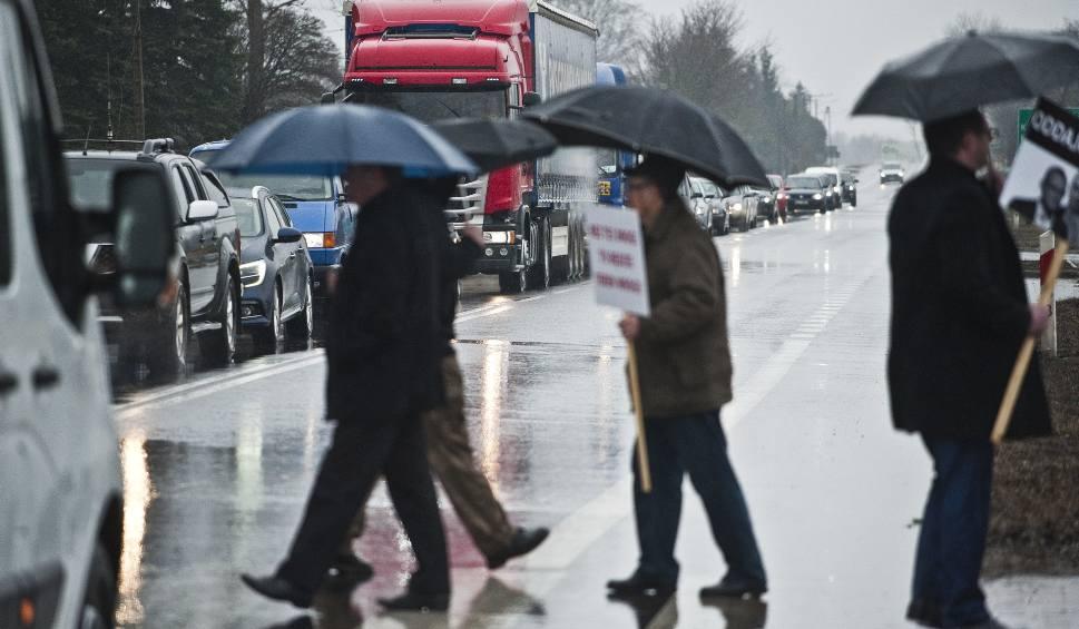 Film do artykułu: Protest w sprawie wstrzymania budowy drogi S6 [wideo]