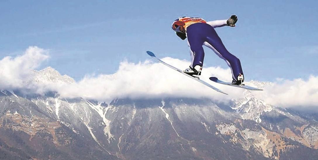 Tak się lata w Innsbrucku. Pytanie, czy dzisiaj pozwoli na to pogoda. Meteorolodzy przewidują opady śniegu i silne wiatry.