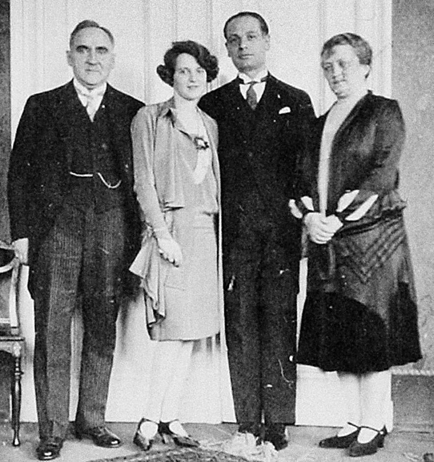 17-letnia Susanna Renzetti w dniu ślubu z mężem, ojcem i matką