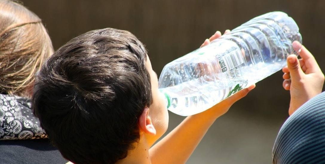 Eksperci radzą: dzieci, pijcie więcej wody!