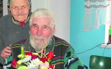 Kazimierz Szynal z Ostrowic w niedzielę skończył 100 lat. Jego małżonka Aleksandra ma 94 lata.