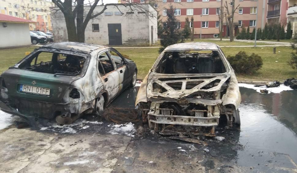 Film do artykułu: Na osiedlu w Nisku spłonęły dwa auta. Zemsta sąsiada?