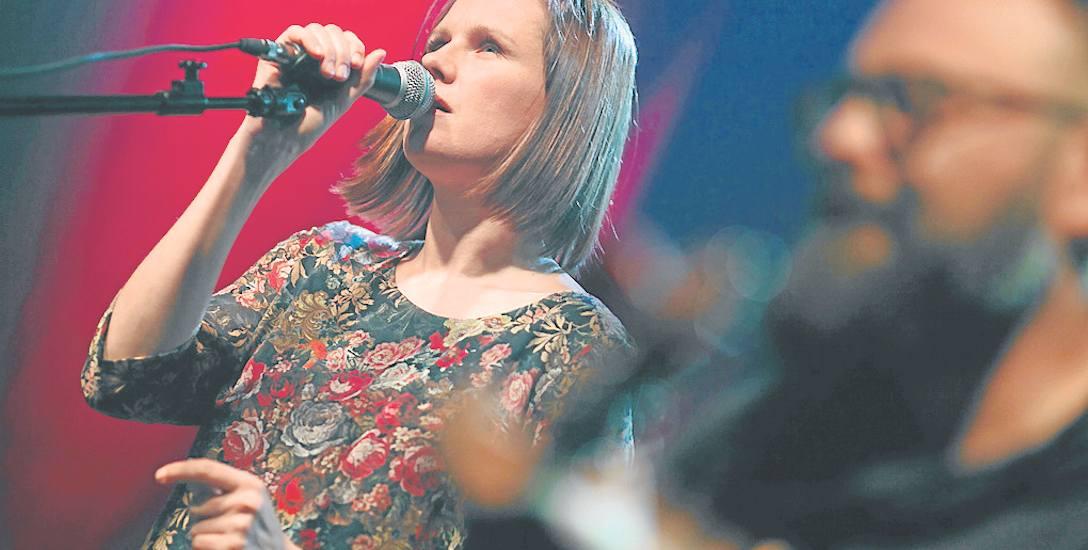 Niektórzy dziennikarze określają muzykę zespołu Mikromusic jako avant pop lub art pop.