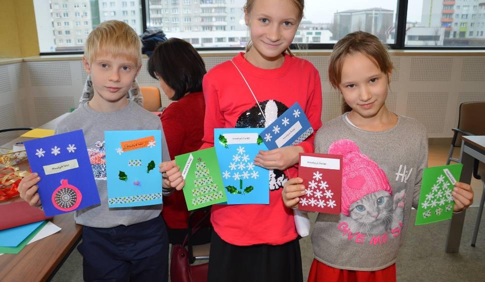 Film do artykułu: W Stalowej Woli sami wykonywali kartki świąteczne i ozdoby na choinkę