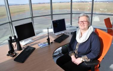 Płyty lotniska pozwalają na swobodny postój nawet 20 samolotów. Dzięki oświetleniu pasa można lądować przez całą dobę. Działa też elektroniczna stacja