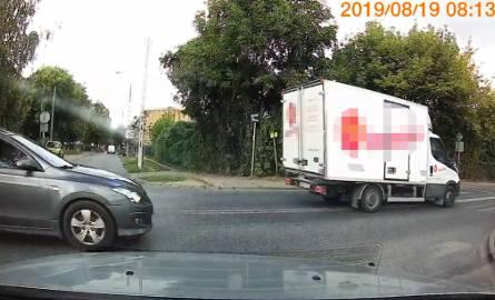 Jak pisze autor nagrania, do zdarzenia doszło na skrzyżowaniu ulic Pięknej i Kossaka