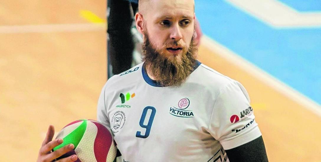 Kamil Durski jest wychowankiem AKS-u Rzeszów. Ostatni sezon spędził w Victorii Wałbrzych. Od najbliższych  rozgrywek będzie rozgrywającym TSV Sanok.