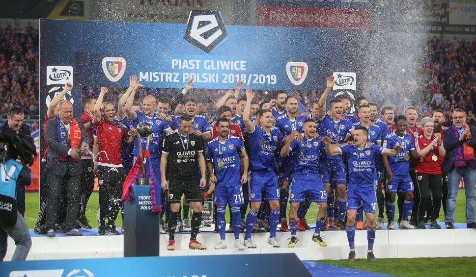 Film do artykułu: Terminarz Ekstraklasy na sezon 2019/2020. Liga startuje 19 lipca. Na początek Piast zagra z Lechem