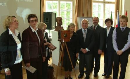 Konferencja naukowa z okazji 100-lecia śmierci R. Kocha. Aparat, ktorego używał późniejszy noblista.