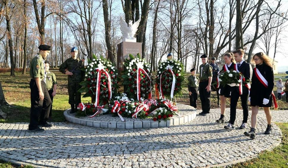 Film do artykułu: W Morawicy hucznie świętowano stulecie Niepodległości Polski (ZDJĘCIA)