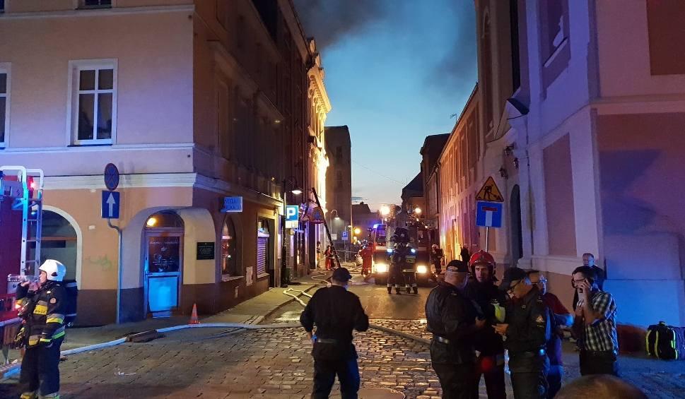 Film do artykułu: Wybuch gazu w Kędzierzynie-Koźlu. 80 strażaków w akcji. Trwa akcja ratownicza