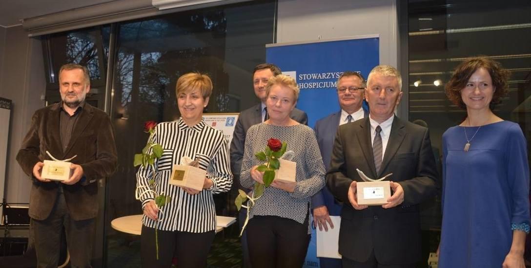 W ubiegłym tygodniu Betania nagrodziła swoich darczyńców. Od lewej: Wojciech Obarzanek, Irena Dudzik, Gabriela Dratwa, Gerard Żyła z ECO Serwis i Jadwiga