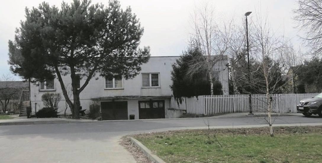 Jeśli powstanie nowy blok, ten  niewielki domek nie zostanie rozebrany. Ma być  wkomponowany w planowany budynek.