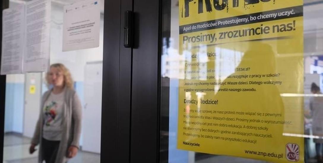 Protest nauczycieli W Toruniu dzisiejszy sprawdzian raczej nie jest zagrożony