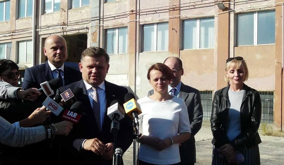 Film do artykułu: Wybory samorządowe 2018. Minister przedsiębiorczości przywiozła pieniądze na historyczną siedzibę Fabryki Broni i wsparła Skurkiewicza