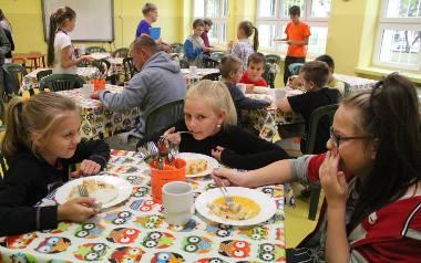 Uczniowie nie dojadają przez zbyt krótkie przerwy obiadowe w szkole