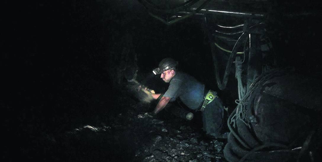 Podwyżki w Polskiej Grupie Górniczej. Górnicy walczą o większe pensje. Ile zarabiali górnicy kiedyś i dziś?