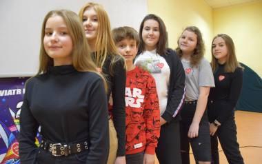 Od lewej: Gosia Kasprzyk, Marlena Pacholczak, Hubert Ryżów, Oliwia Płaksa, Julia Salwowska, i Marysia Krzycka. Razem nagrali dwa teledyski, mają w planie
