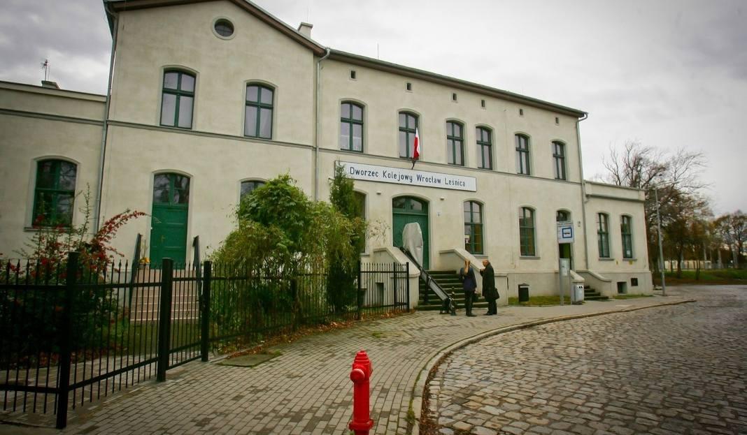 stacja kolejowa w leśnicy oficjalnie otwarta pkp chwali