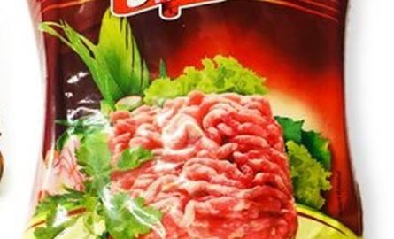 Kiełbasa i mięso z Salmonellą wycofane ze sklepów. Sprawdź czy nie masz w lodówce