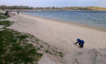 Dowieźli piach nad Jezioro Tarnobrzeskie. Sezon rusza 1 maja