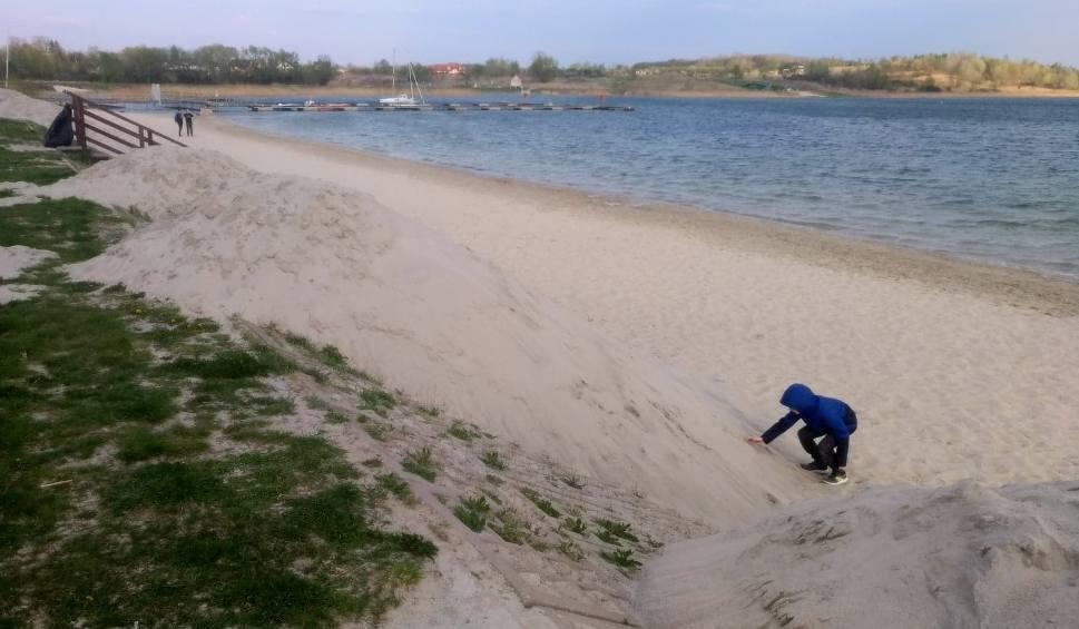 Film do artykułu: Dowieźli piach nad Jezioro Tarnobrzeskie. Sezon rusza 1 maja