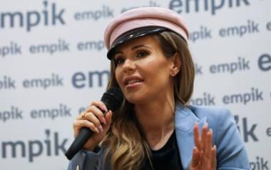Doda właśnie przebywa na wakacjach w Turcji. Gwiazda muzyki nie jest tam sama, towarzyszy jej koleżanka.Plotki o nowym związkuW ostatnim czasie piosenkarka