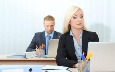 Dress code - rodzaje. Co oznacza business casual, smart casual czy black tie? Jak ubrać się do pracy, na spotkanie, przyjęcie, na galę?