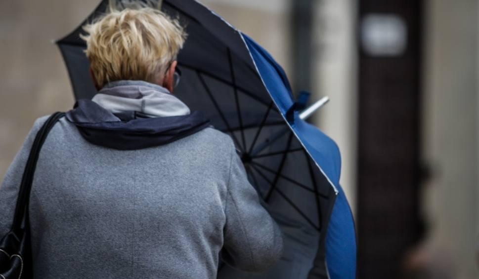 Film do artykułu: Pogoda w Opolu i regionie. Deszcz i silny wiatr w niedzielę, 2 maja 2021