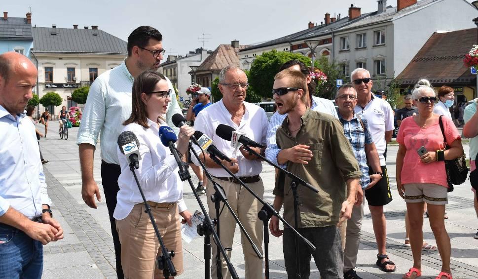 Film do artykułu: Nowy Targ. Gorąco na spotkaniu Koalicji Obywatelskiej. Były wulgaryzmy, wywrócona kamera i operator