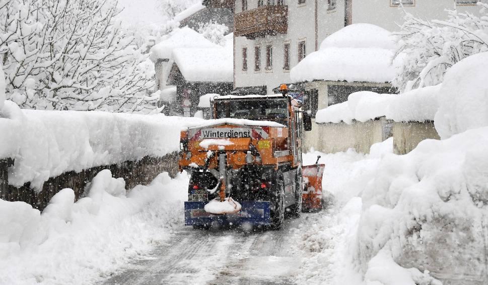 Film do artykułu: Zima sparaliżowała pół Europy. Austria i niektre regiony Niemiec zasypane śniegiem. Trudne warunki w Szwecji