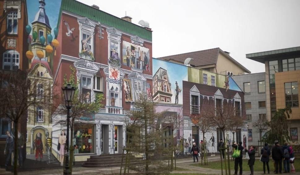 Film do artykułu: Nowe murale za 120 tys. zamiast chodników w centrum Słupska?