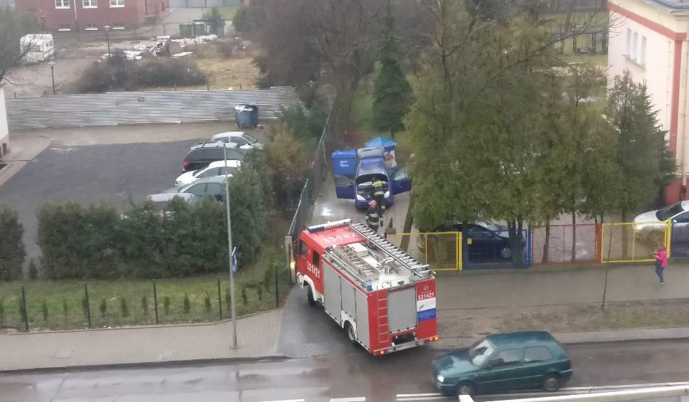 Film do artykułu: Pożar samochodu w Radomiu. Strażacy interweniowali przy ulicy Zbrowskiego