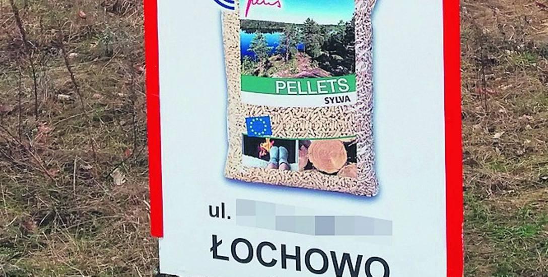 Starosta powiatowy w Bydgoszczy stwierdził, że reklamy znajdowały się na trzech działkach gminy Białe Błota. (Na zdjęciu zakryliśmy nazwę i adres firmy