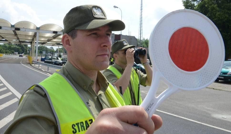 Film do artykułu: Wróciły kontrole na przejściu granicznym ze Słowacją, na drodze krajowej nr 7 w Chyżnem