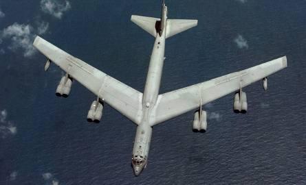 B-52 Stratofortress jest zbyt ciężki, by wylądować w Radomiu.