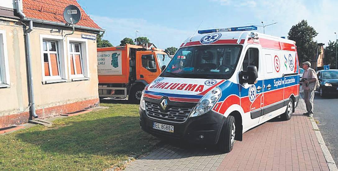 Kobieta została potracona, gdy śmieciarka już wyjeżdżała z podwórka domu przy ulicy Mierosławskiego w Szczecinku