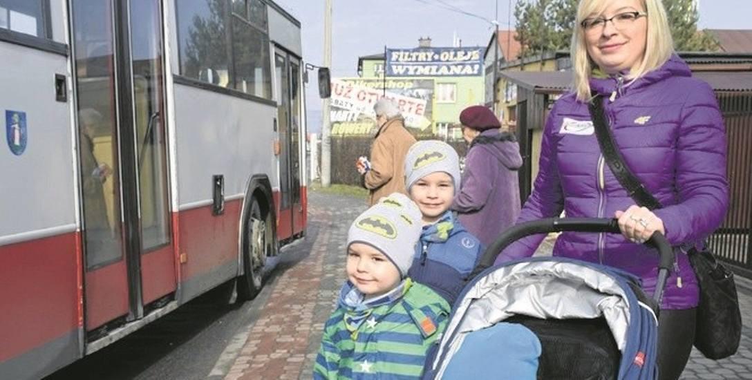 Beata Gwóźdź wraz z trójką synów zamierza korzystać z miesięcznego biletu  nie tylko w drodze do przedszkola