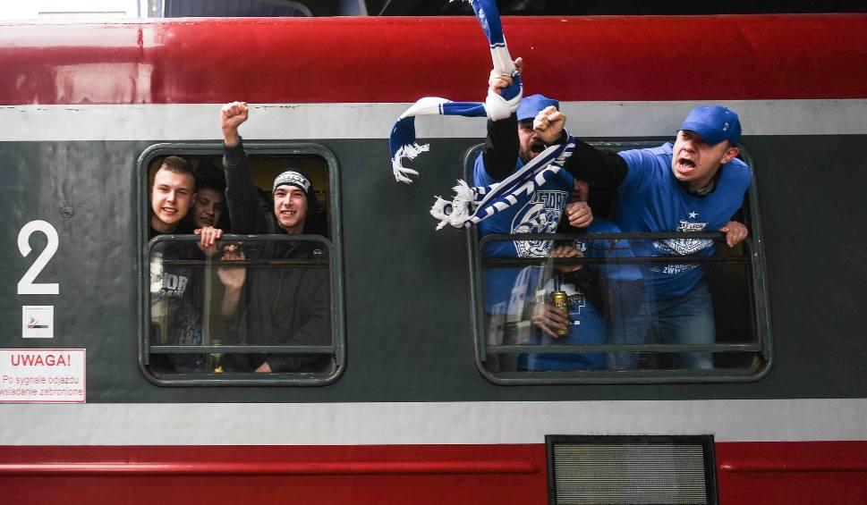 Film do artykułu: Lech Poznań: Przez problemy z pociągiem specjalnym fani Kolejorza zorganizują grę terenową w Warszawie?